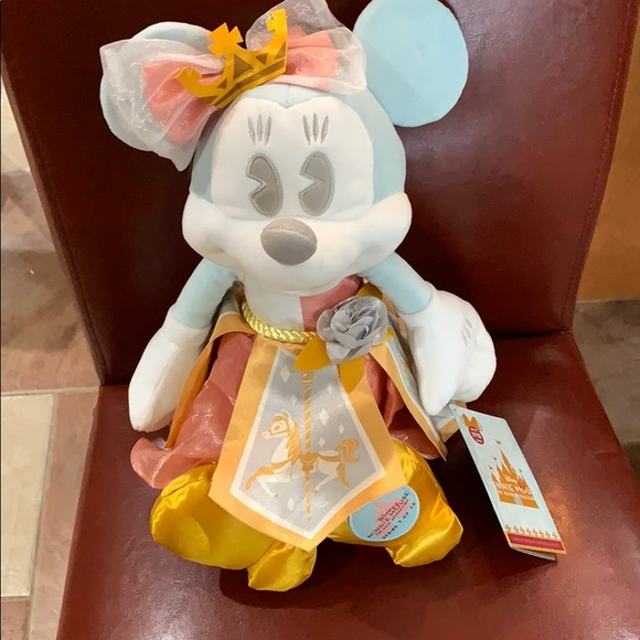 Minnie Mouse Main Attraction NWT Minnie Mouse